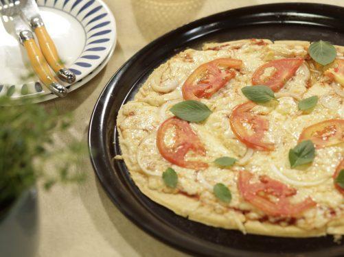 Como-fazer-massa-de-pizza-caseira-e-sem-glúten