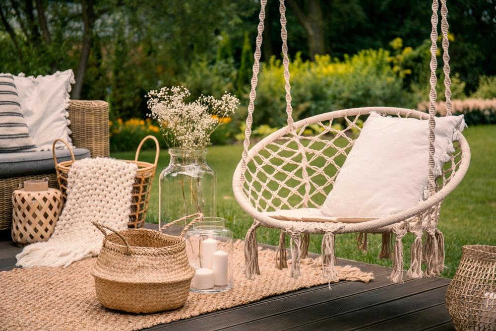 almofadas na decoração do jardim