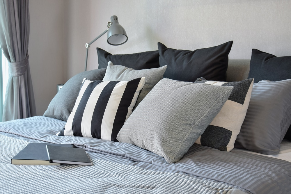 almofadas na decoração do quarto