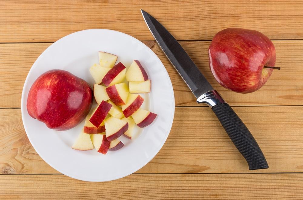 como tirar cheiro da geladeira com maçã