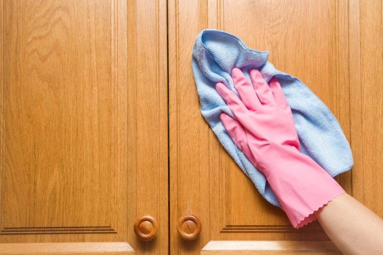 tirar mofo de guarda-roupa