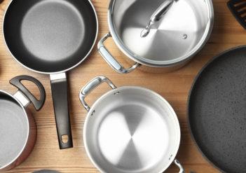 Descubra as 4 vantagens de ter um conjunto de panelas antiaderente em casa