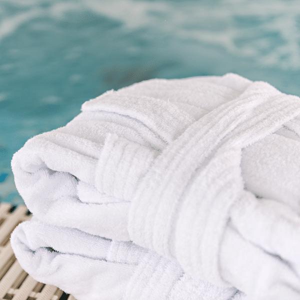 roupão de banho para piscina