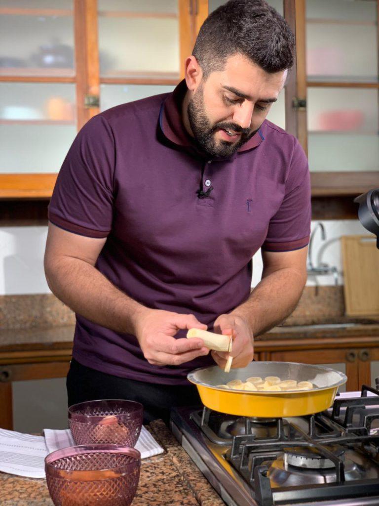 diego-assalva-fazendo-bolo-de-banana