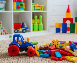 brinquedos no chão do quarto sugestões de presente de dia das crianças